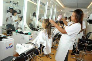 Como fazer curso gratuito de cabeleireiro - Onde fazer e como
